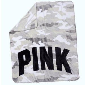 VS PINK blanket soft fleece camo